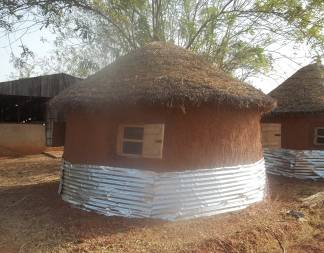 Improved yam storage structures